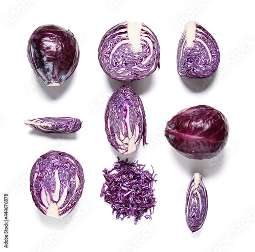 Photo Cut fresh purple cabbage on white background