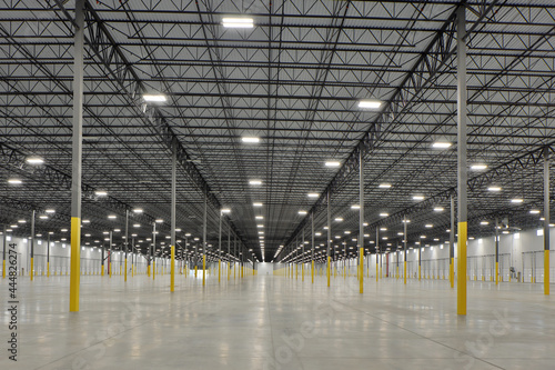 Interior of large white industrial warehouse building Tapéta, Fotótapéta