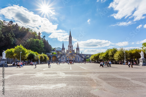 Fotografie, Obraz Esplanade de la basilique de Lourdes, France