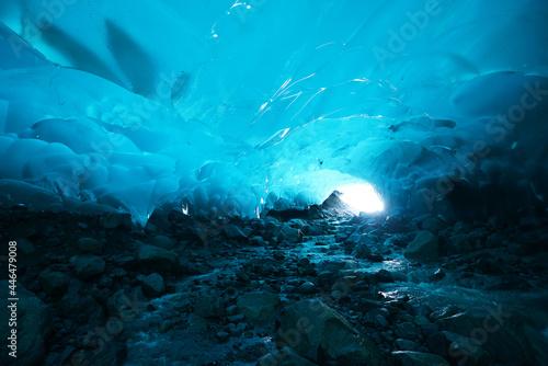 Canvas-taulu ice cave in alaska