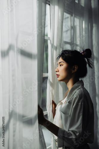 Canvastavla alone thoughtful sadness Asian woman is sad at the window