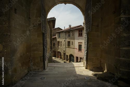 Carta da parati old street on saint antoine l'abbaye