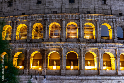 Slika na platnu illuminated coloseum (coliseum) ín Rome by night,