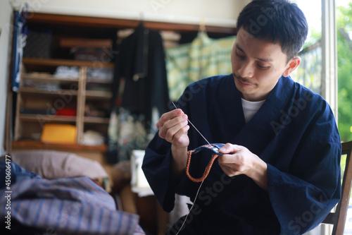 Billede på lærred 裁縫をする男性