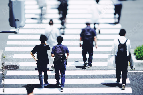 横断歩道を渡る人々 ビジネスイメージ Fototapet