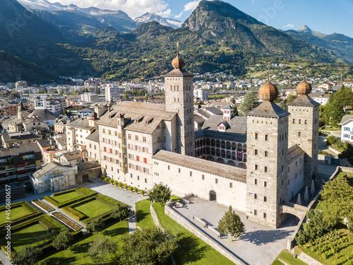 Fotografia Aerial view of the Stockalper Palace in Brig-Glis, Switzerland