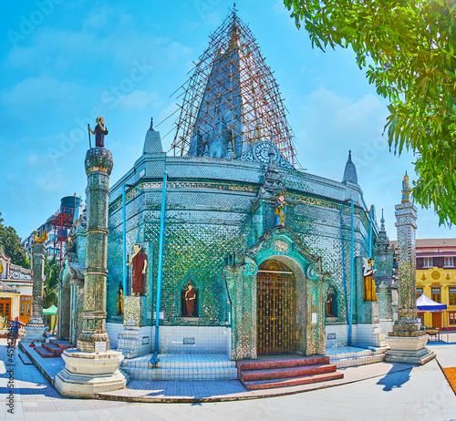 Billede på lærred Panorama of Sein Yaung Chi Pagoda, Yangon, Myanmar