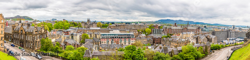 Fotografia A panorama view from the Castle over the New Town in Edinburgh, Scotland on a su