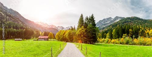 Fotografia Wanderweg im Stillbachtal bei Oberstdorf im Allgäu