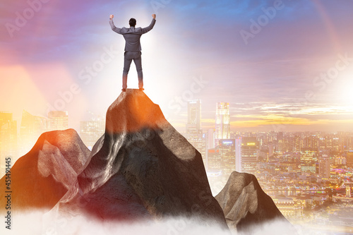 Foto Businessman at the top of mountain in career concept