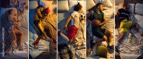 Foto Top view of young professional sportsmen sleeping at bedroom in sportswear with equipment