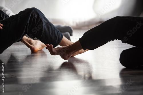 dancers movement contact improvisation performance Fototapet