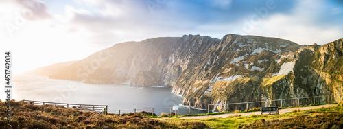 Foto Slieve League Panorama in Irland Meer Ozean Küste Atlantik Klippen Felsen Landsc