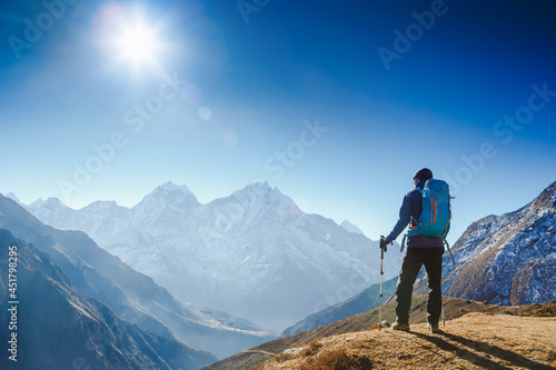 Active hiker hiking, enjoying the view, looking at Himalaya mountains landscape Fototapet