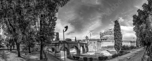 Fotografia castel sant' Angelo, the castle of the holy angel in Rome, Italy with escape aqu