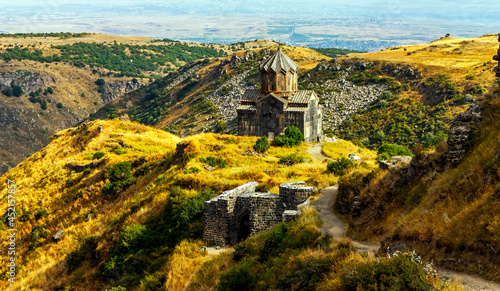 Valokuva Vagrmashen Church was founded in XI century castle near the Armenian Amberd, located on the hillside Aragats