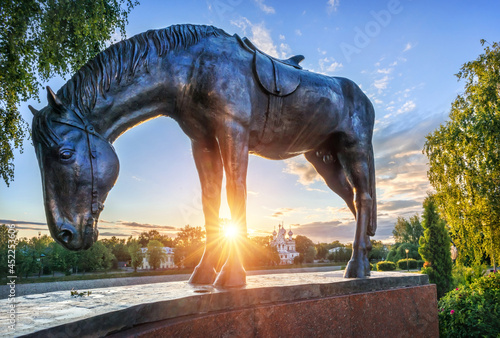 Obraz na plátně Horse sculpture of the monument to Batyushkov in the Kremlin in the city of Volo