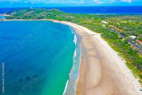 Foto オーストラリアのバイロン・ベイのビーチをドローンで撮影した空撮写真 An aerial drone shot of the beach at Byron Bay, Australia