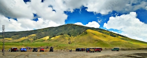 Fotografie, Obraz the majesty of Mount Bromo-Semeru with its beautiful and amazing scenery