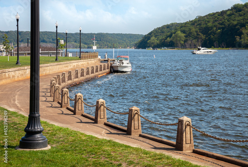 Valokuva Waterfront along St Croix River in Stillwater Minnesota on a sunny summer day