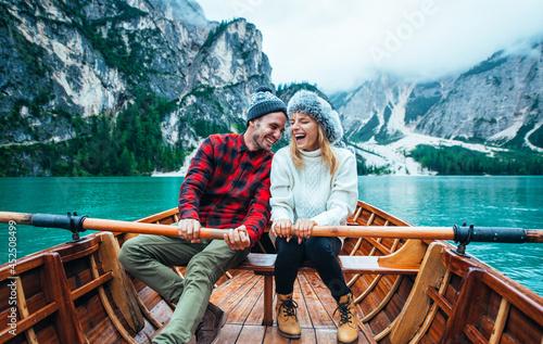 Obraz na plátně Mountain stories. Happy couple on a wanderlust vacation.