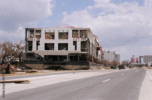 Fotografia Grand Casino barge floated across the road by Hurricane  Katrina surge
