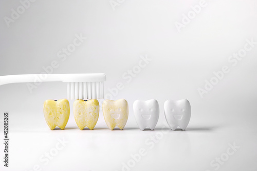 Discoloration teeth, Cure yellow teeth This can be done by starting with oral an Fototapet