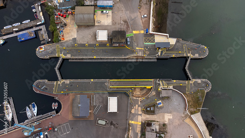Fotografiet Looking down on the lock gates at the Wet Dock in Ipswich, UK