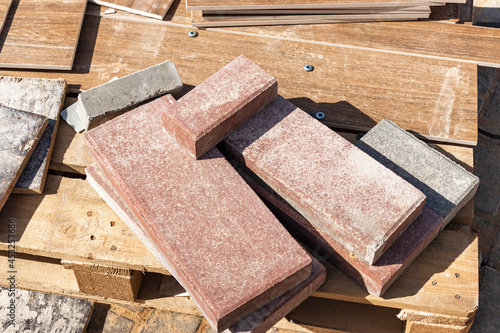 Porcelain stoneware tiles on a pallet at a construction site Fotobehang