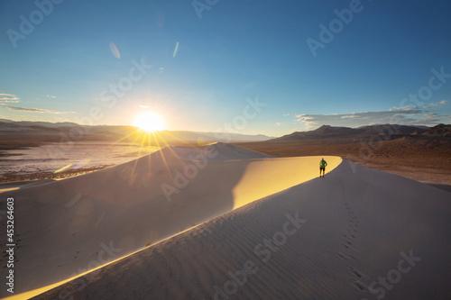 Hike in the desert Fototapet