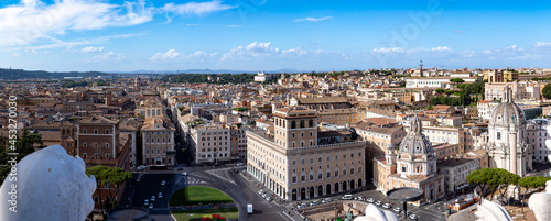 Fotografia view from Victor Emmanuel II National Monument to the skyline of Rome