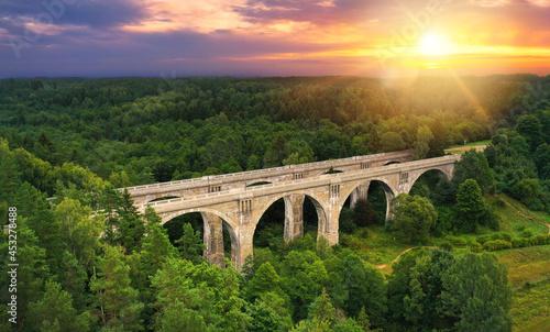 Foto Famous stone bridges in Stanczyki village - Podlasie, Poland