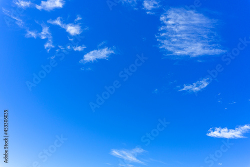 Obraz na plátně 爽やかな青空と雲の背景素材_c_03