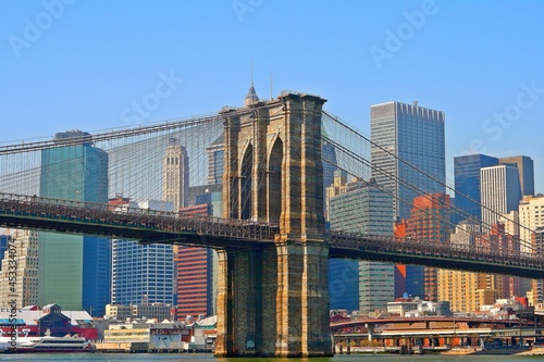 Fotografering A nice view of the Brooklyn Bridge and the East River in lower Manhattan
