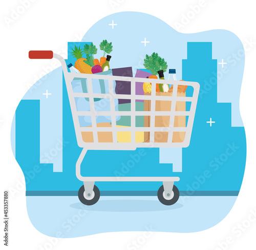 Foto Groceries inside shopping cart