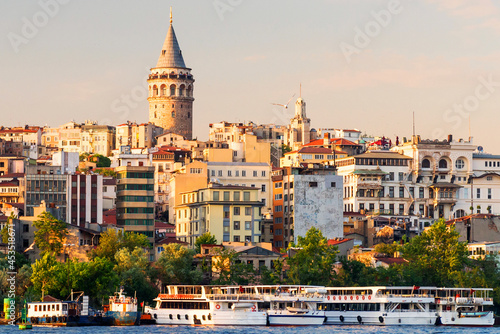 Fotografiet Galata Tower rise above city, Istanbul (former Constantinople), Turkey