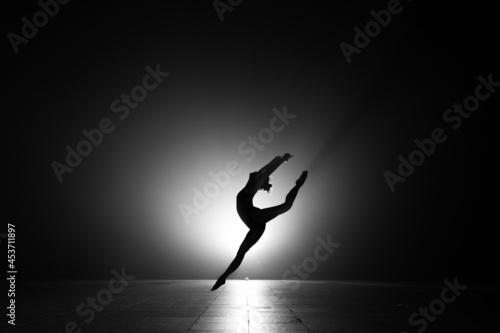 ballerina in the dark Fototapet