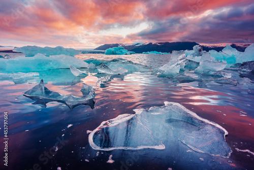 Billede på lærred Icebergs in Jokulsarlon glacial lagoon
