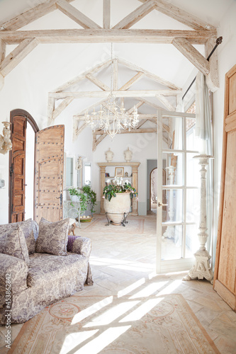 Foto Archways and corridor of luxury home