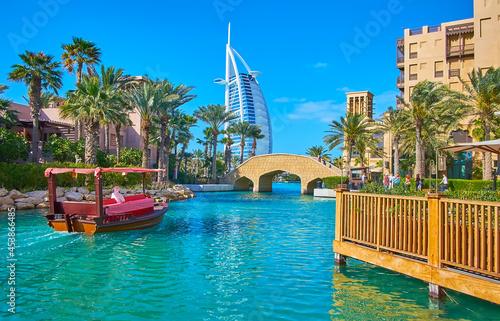 Fotografie, Obraz Boat trip on canal of Souk Madinat Jumeirah market, Dubai, UAE