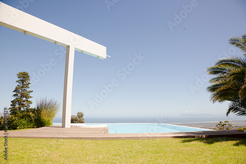 Valokuvatapetti Infinity pool overlooking hillside