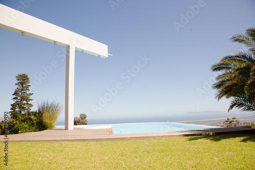 Canvastavla Infinity pool overlooking hillside