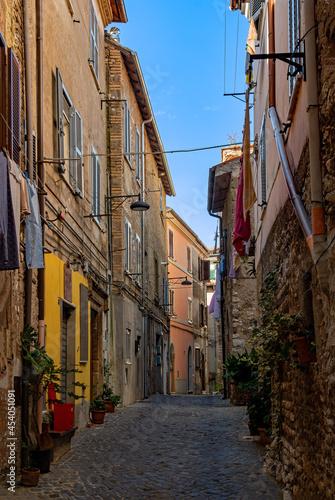 Canvas Gasse in der Altstadt von Cori in Latium in Italien
