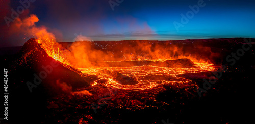 Canvas Print Looking at the lavaflow from the erupting volcanic crater of Geldingadalagos eruption in Reykjanes peninsula, Iceland