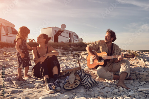 Obraz na plátně Family on a vacation, singing, playing music on a guitar and enjoying summertime vibes