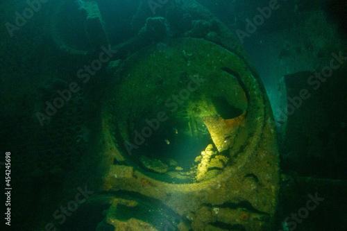 Foto フィリピン、パラワン州のブスアンガ島コロン島に沈没している日本の沈没船をダイビングで撮影した写真 Photo taken by diving of a Japanese sunken ship sinking on Coron Island, Busuanga, Palawan, Philippines