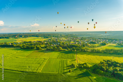 Aerial landscape view with colorful hot air balloons Fototapet