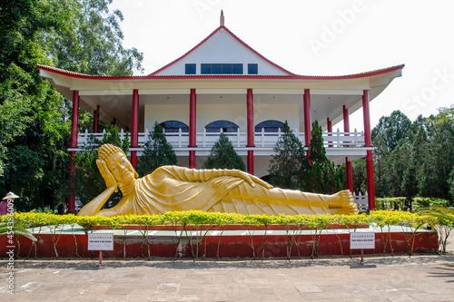 Canvas-taulu Estatuas em templo budista
