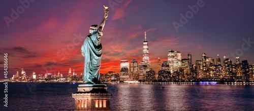 Fotografie, Obraz Statue of Liberty overlooking New York City