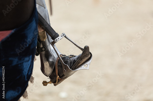 Tela Close-up of the rider's leg in historical armor on a horse